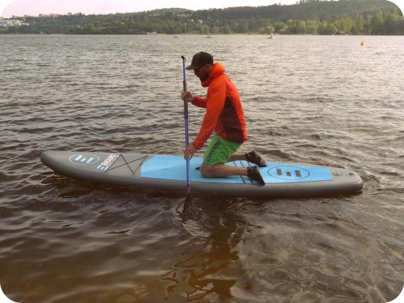 klek na paddleboardu